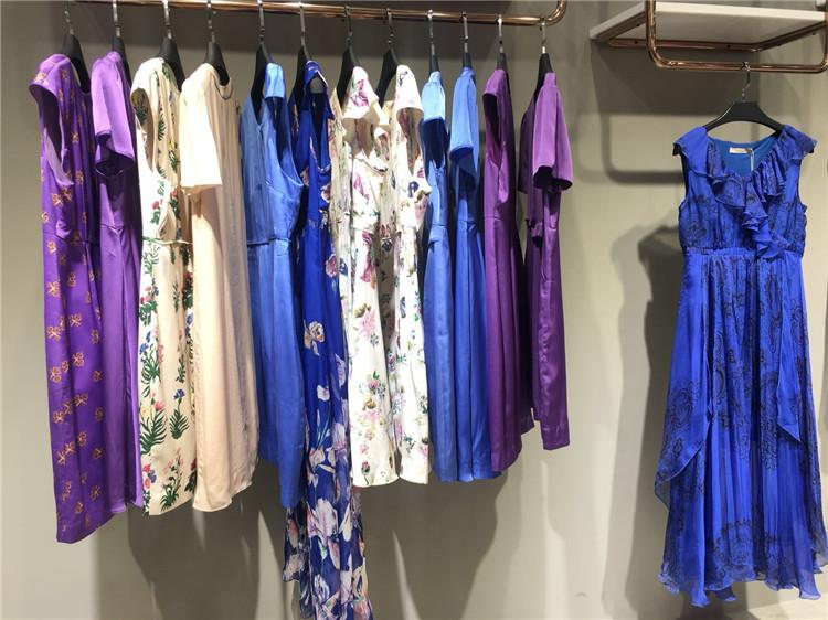 全连衣裙夏装恋白品牌折扣女装批发免加盟