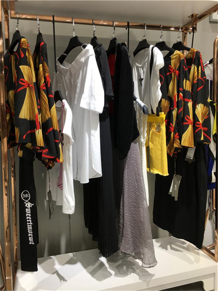 淘宝直播女装货源香港品牌【亮点国际】折扣女装批发抖音直播女装货源