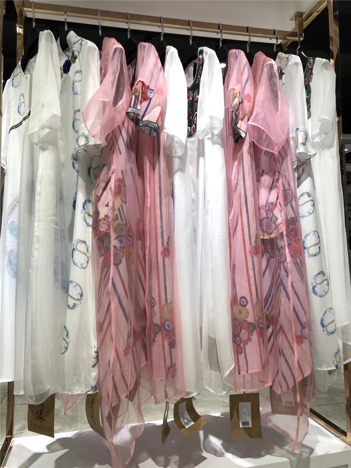 淘宝直播女装货源真丝连衣裙青像品牌折扣女装批发货源抖音直播女装货源