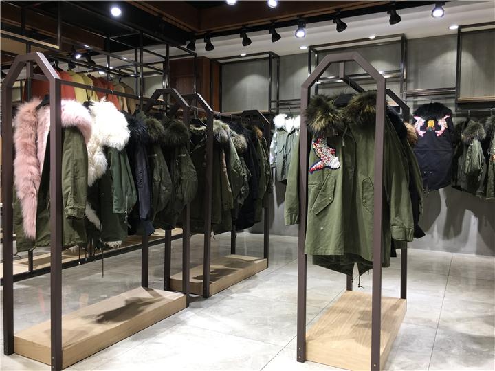 淘宝直播女装货源20年时尚大气派克羽绒品牌折扣店批发货源抖音直播女装货源