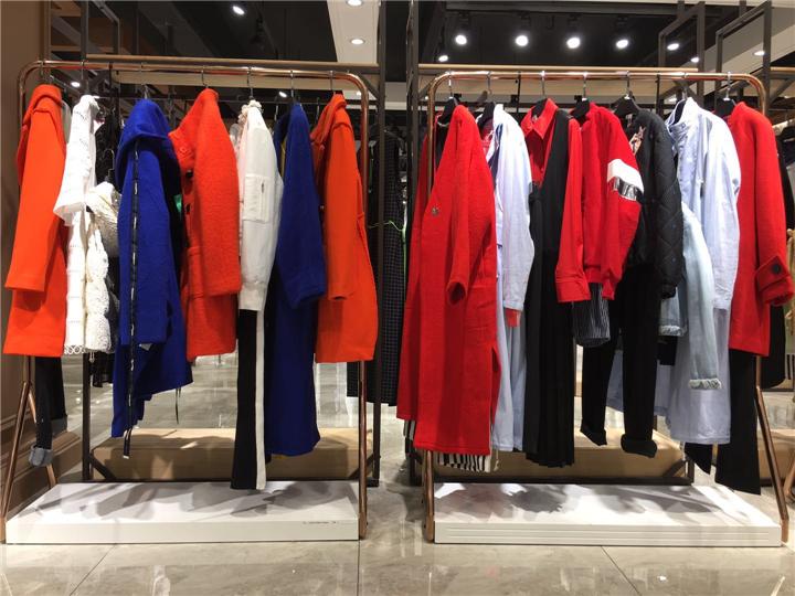 淘宝直播女装货源品牌折扣批发货源 20年创意设计风格女装瑟纳抖音直播女装货源