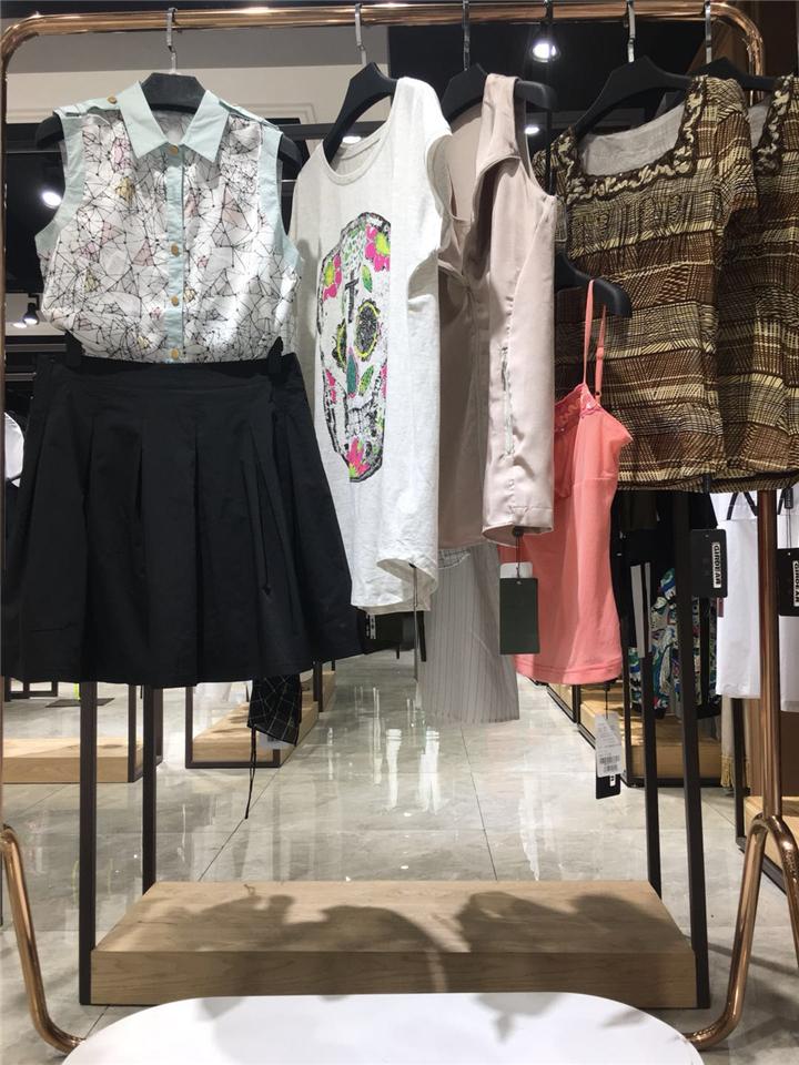 国内一二线品牌直播女装货源品牌折扣女装店货源批发 哥弟时尚夏装库存清仓