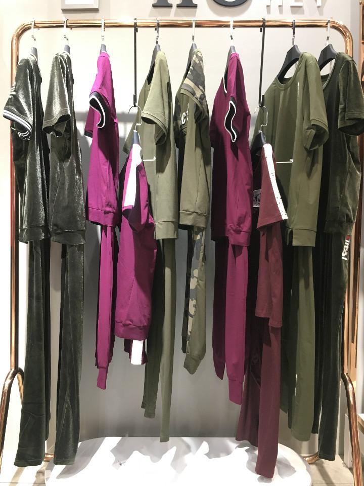 抖音直播女装货源依泰丝绒库存运动休闲套装专柜正品货源批发