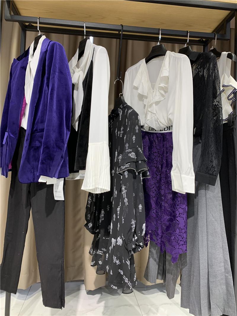 品牌折扣店天兰品牌服装加盟直播女装一手货源