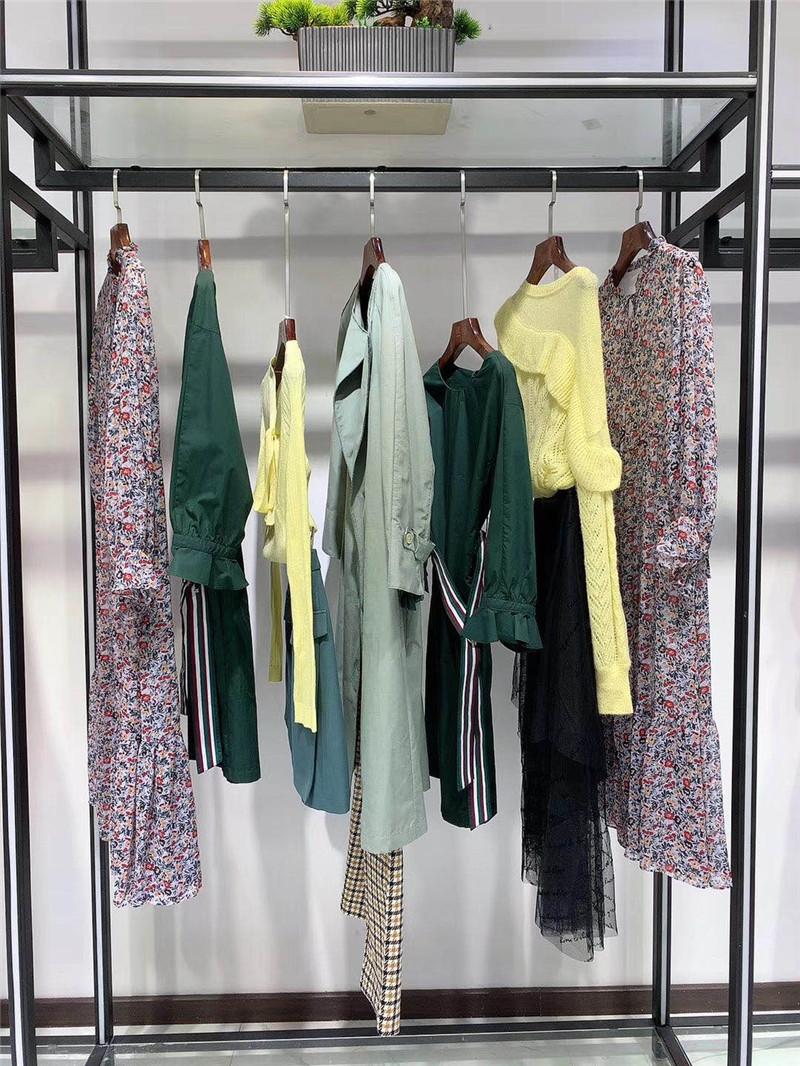投资服装加盟女装折扣店外贸尾货直播女装一手货源