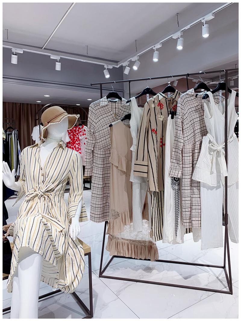 蕾斐拉品牌折扣店女装工厂直销免费代理直播女装一手货源