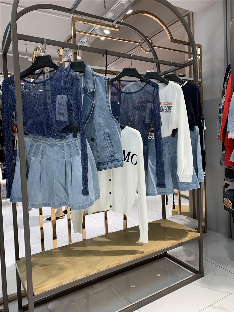 洛呗一品牌折扣店女装生产厂家货源代理直播女装一手货源