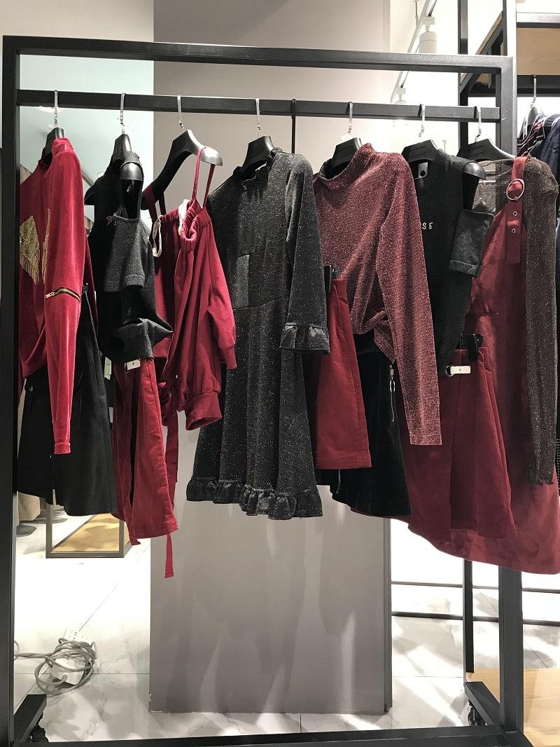 乐町品牌折扣服饰工厂直销免费代理直播女装一手货源