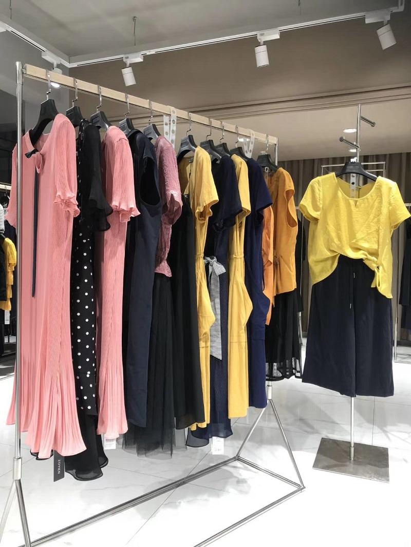 依湘国际精品女装折扣批发工厂直销免费代理直播女装一手货源