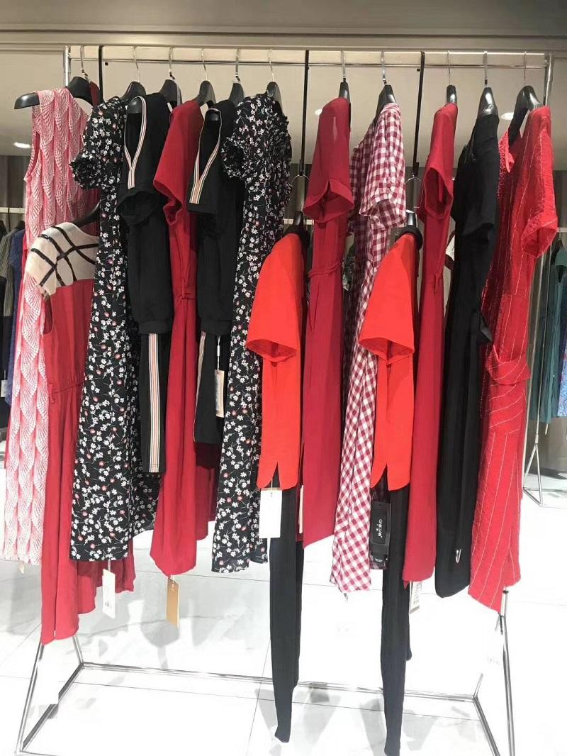 千蝉品牌折扣店女装厂家货源服装代理直播女装一手货源