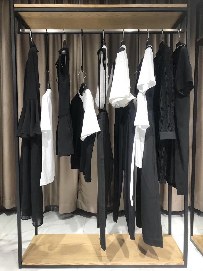 黑白秀品牌折扣服装生产厂家货源代理直播女装一手货源