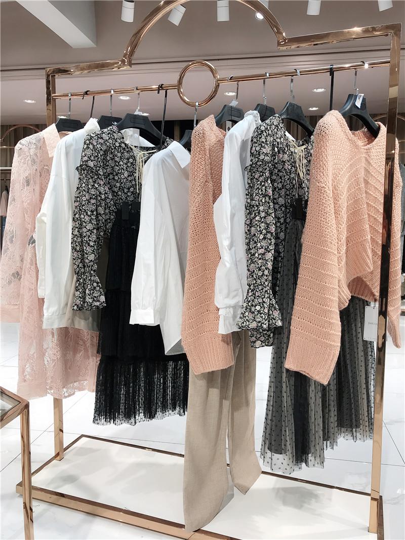 步行街能开品牌女装折扣店直播女装一手货源