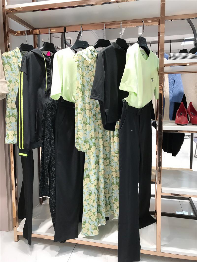 品牌折扣女装在哪找货源直播女装一手货源