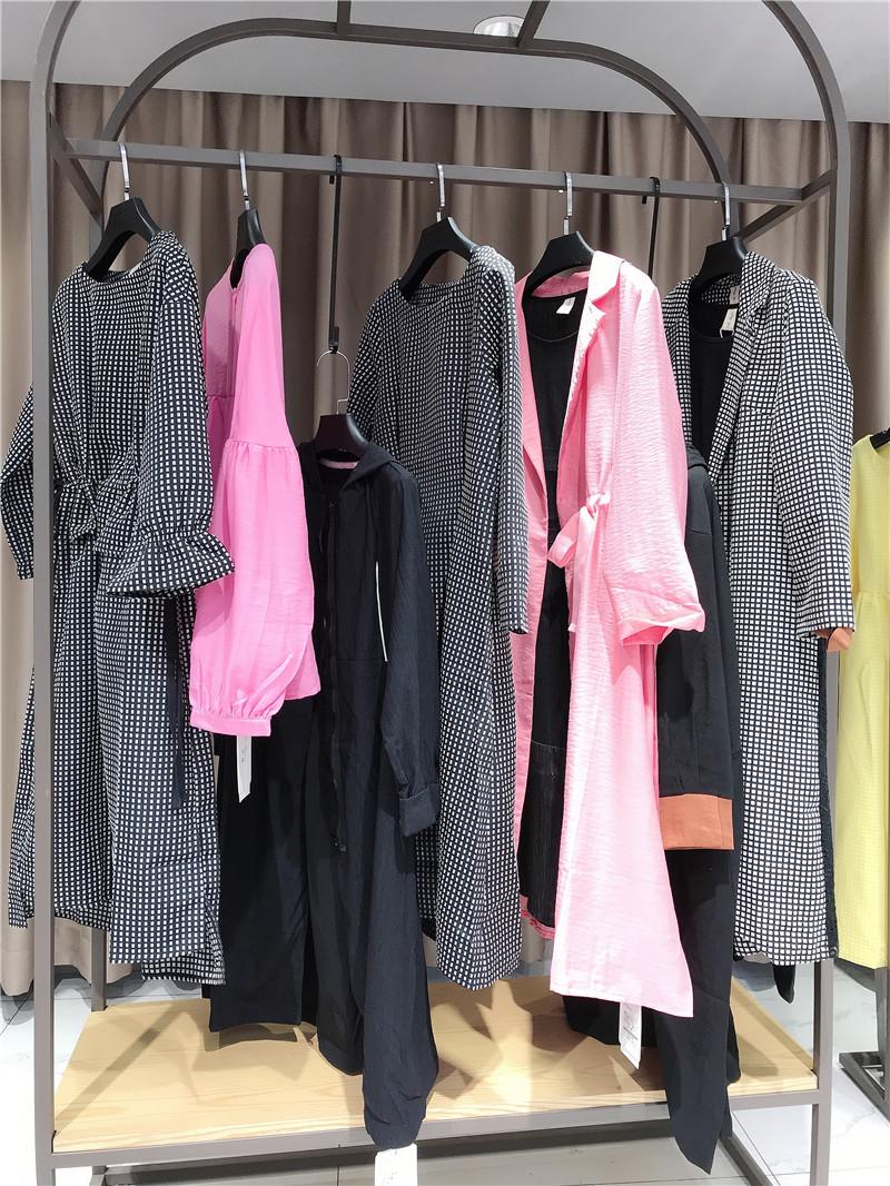 怎样加盟卖衣服品牌折扣店直播女装一手货源