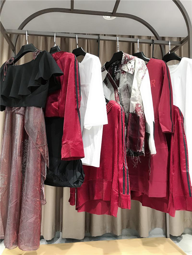 一线品牌折扣店加盟直播女装一手货源