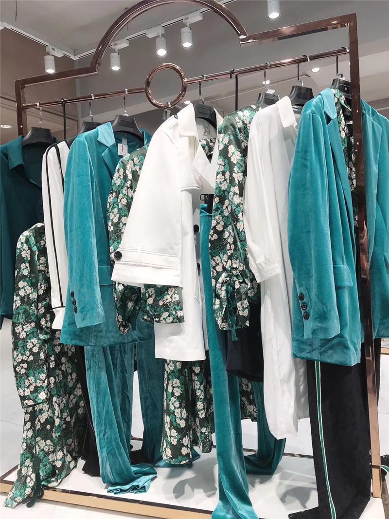 加盟卖衣服品牌折扣店直播女装一手货源