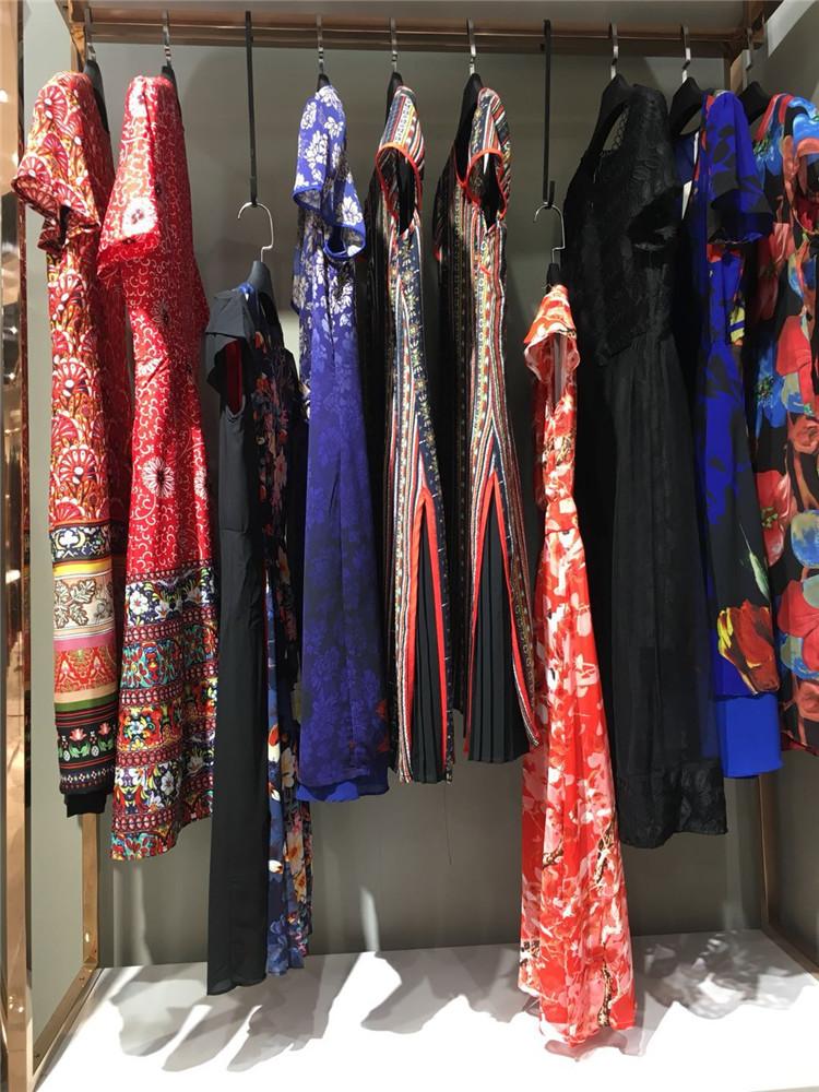 肥大版专柜货源艾依韵20年夏季新款品牌折扣店货走份