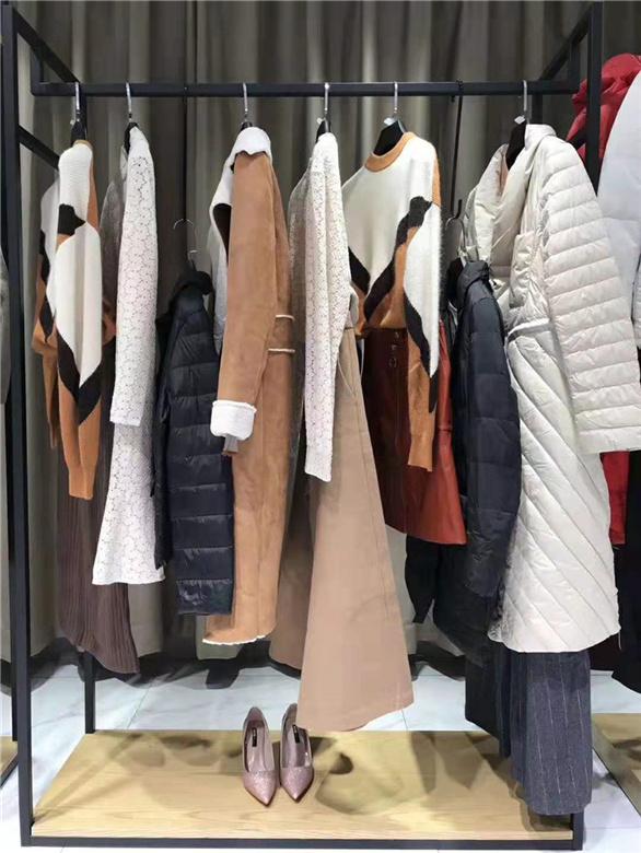 服饰依目了然品牌折扣女装批发抖音直播女装货源