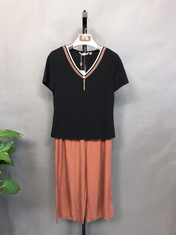 妃萱2020年夏装品牌折扣批发折扣女装尾货哪里拿货