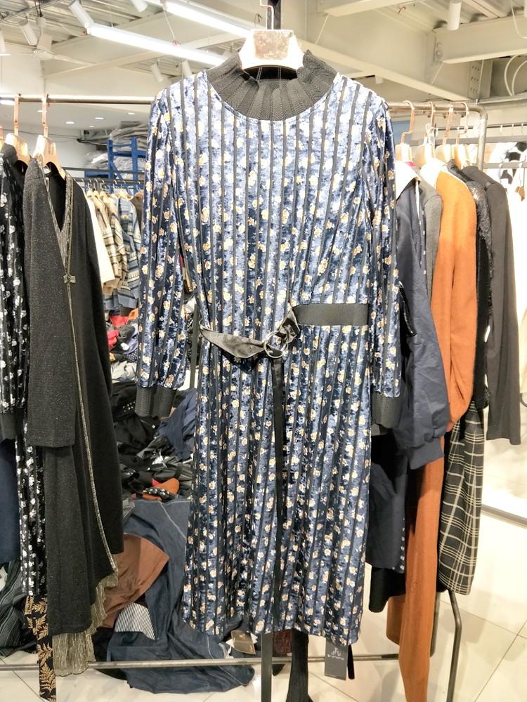 汉派品牌打底连衣裙套装品牌折扣批发折扣女装尾货哪里拿货
