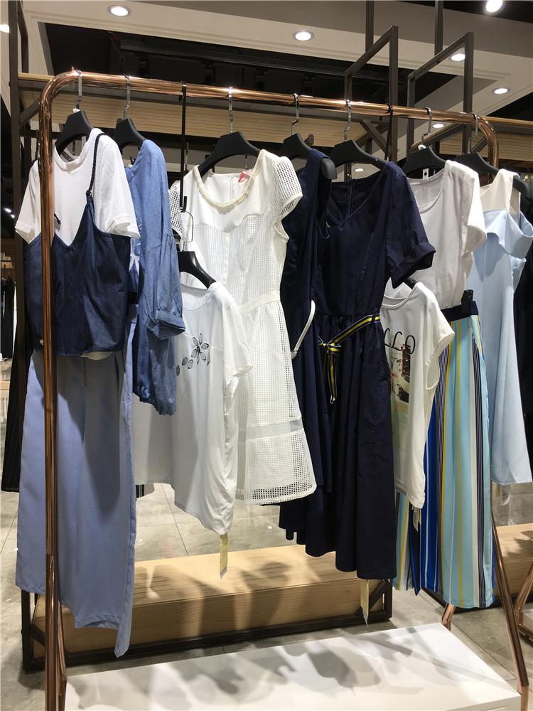 女装店时尚亮丽装艾莲达品牌女装折扣店