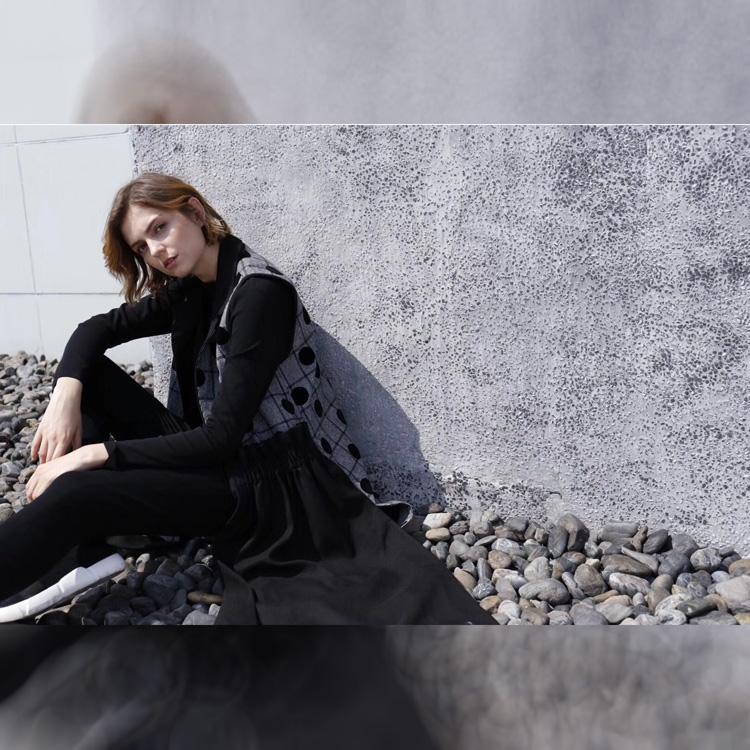 雨希/CP春秋装黑白色系休闲时尚女装折扣批发折扣女装尾货哪里拿货