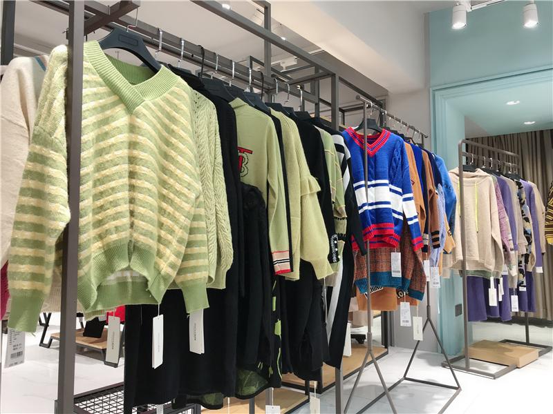 森塔斯毛衣品牌女装折扣店专柜正品货源渠道抖音直播女装货源