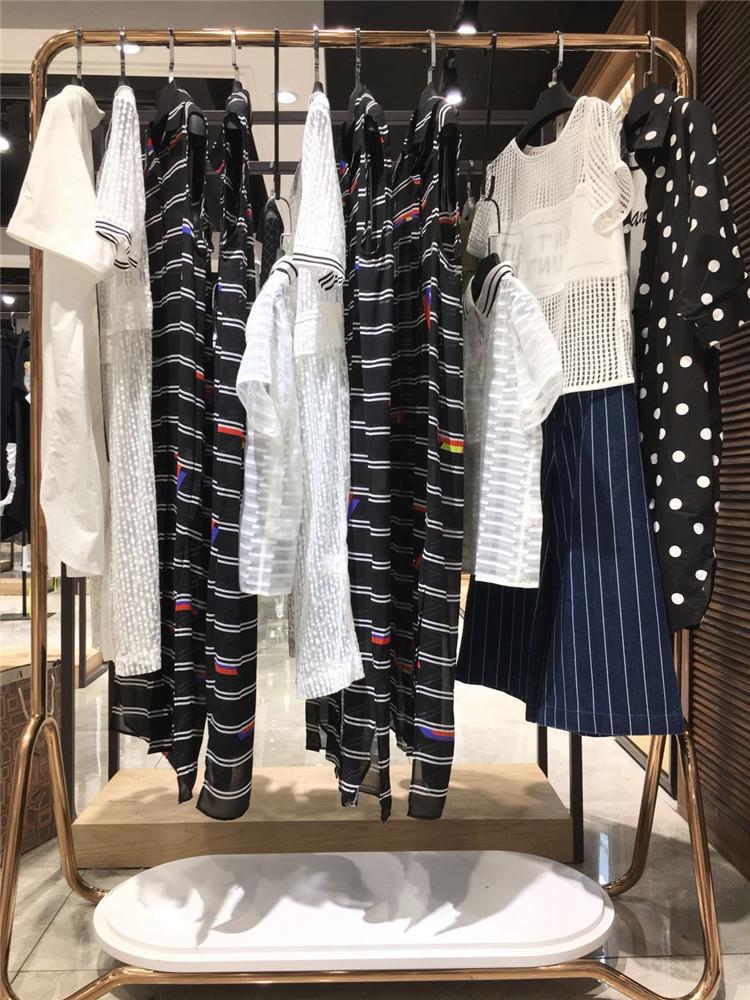 品牌折扣时尚女装索典20年夏装广州服装尾货