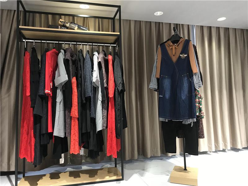 乐娜美品牌女装批发工厂直销免费代理抖音直播女装货源