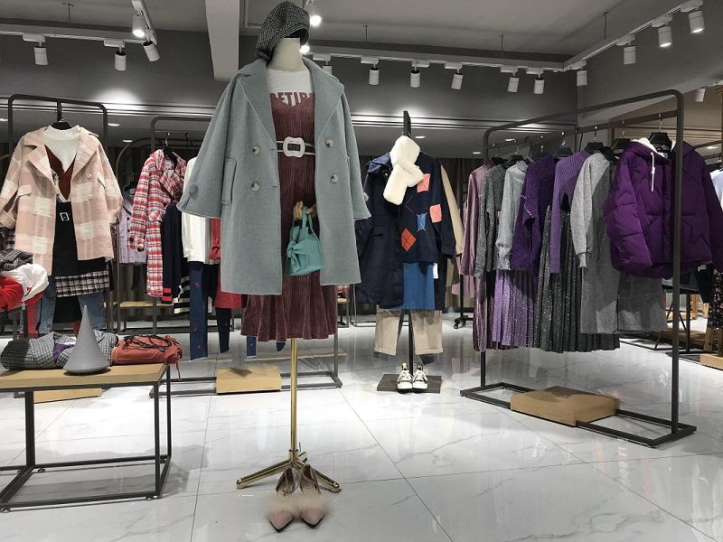 新作品牌折扣女装图片价格和最新资讯抖音直播女装货源