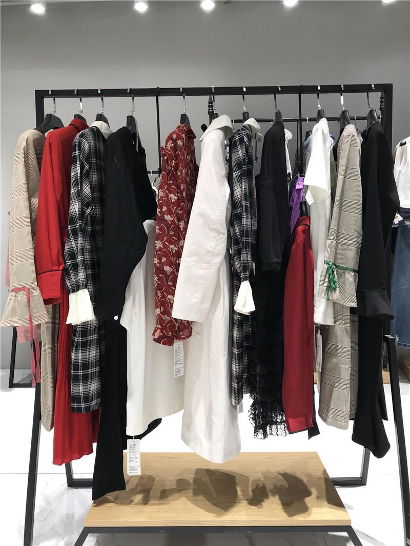 秋熠品牌折扣女装工厂直销免费代理抖音直播女装货源
