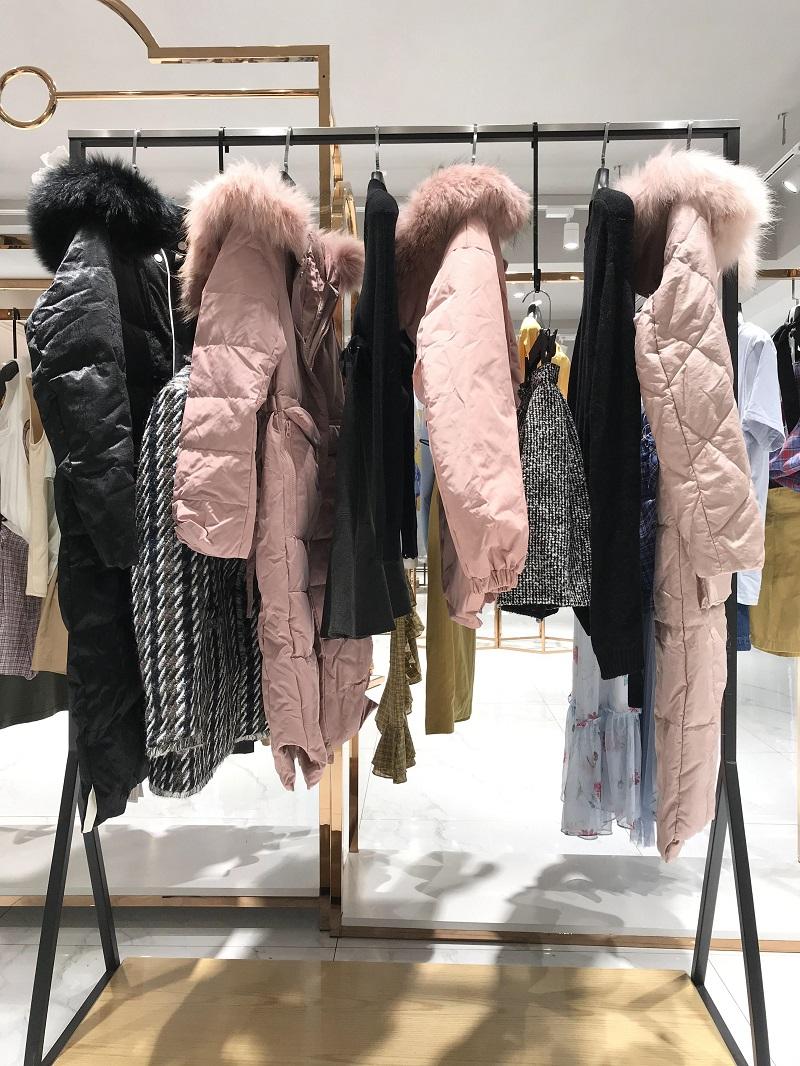 PUXIU璞秀品牌折扣女装批发生产厂家货源代理抖音直播女装货源