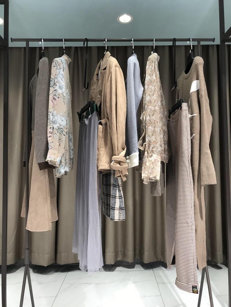 昆诗兰 QUEENSLAN品牌折扣女装批发工厂直销免费代理抖音直播女装货源